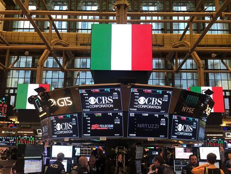 La bandiera italiana  a Wall Street in occasione della visita a New York del vicepremier e ministro del Lavoro e dello Sviluppo Economico Luigi Di Maio, New York, 27 marzo 2019,. ANSA/SERENA DI RONZA